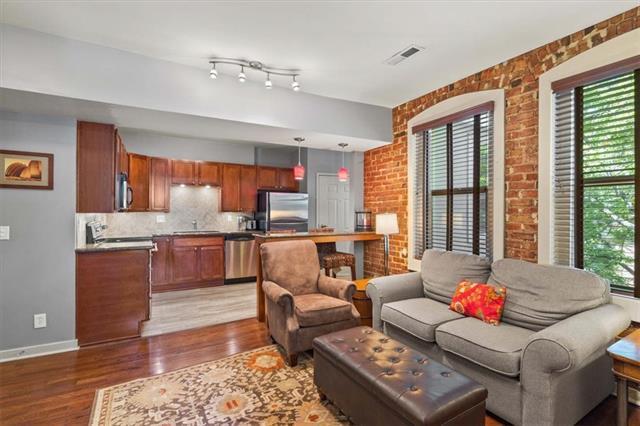 200 E 43rd Street Property Photo 6