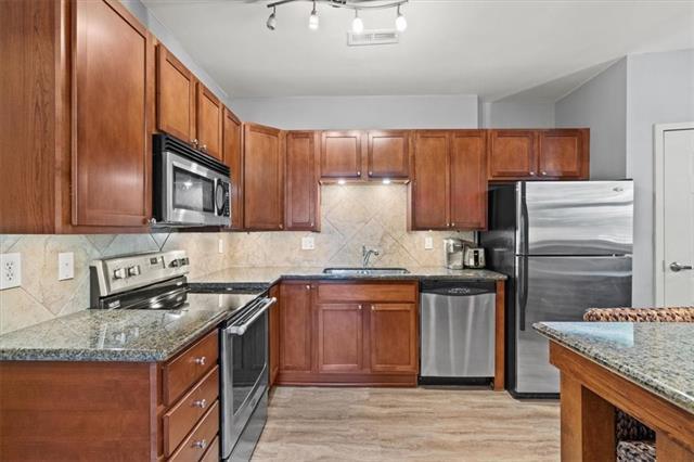 200 E 43rd Street Property Photo 7
