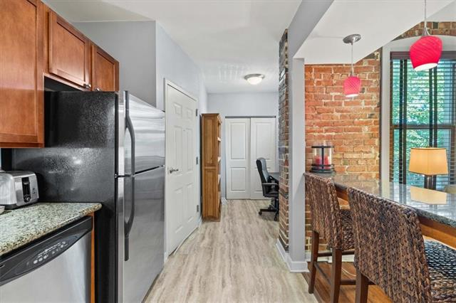 200 E 43rd Street Property Photo 8