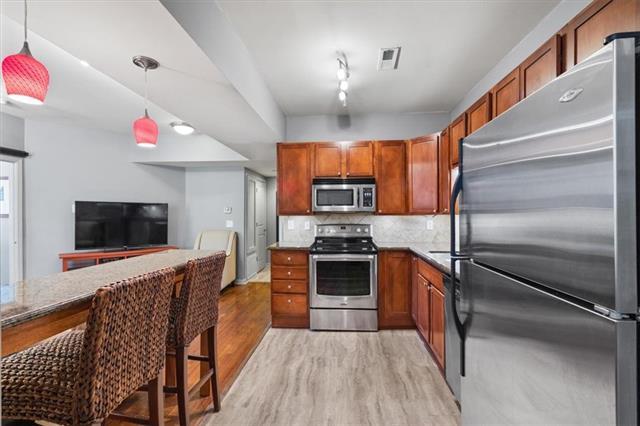 200 E 43rd Street Property Photo 9