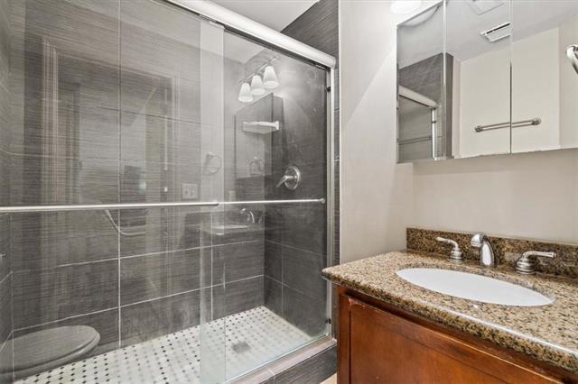 200 E 43rd Street Property Photo 14