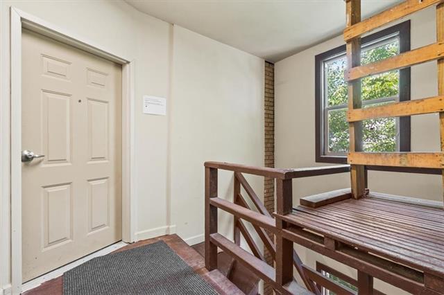 200 E 43rd Street Property Photo 18