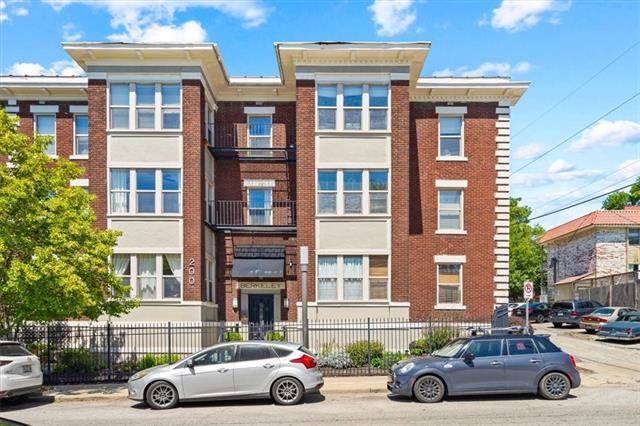200 E 43rd Street Property Photo 23