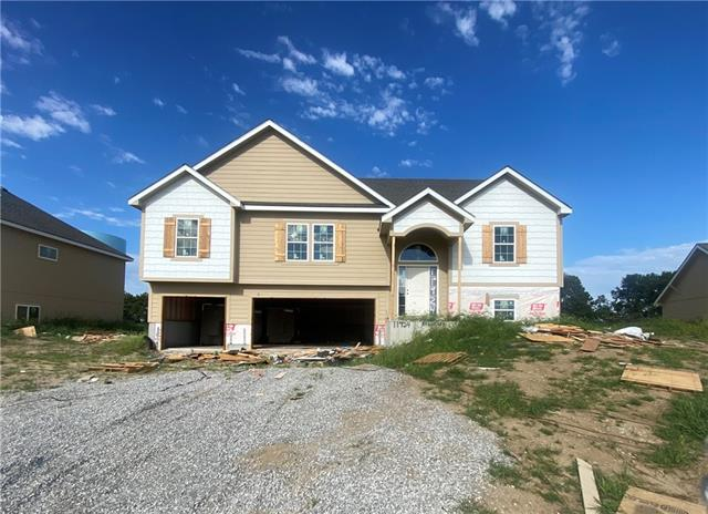 11924 N White Avenue Property Photo