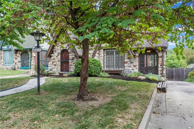 6817 Oak Street Property Photo