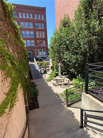 609 Central Street Property Photo