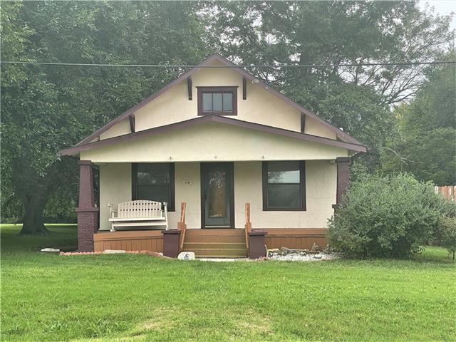 114 E 8th Street Property Photo