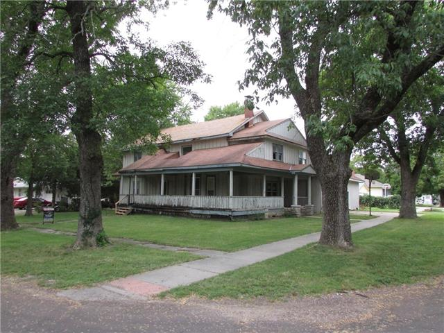 331 E Maple Street Property Photo