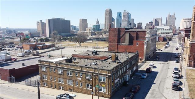 1027 E 9th Street Property Photo 1