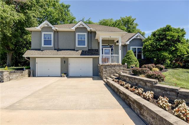 123 Lakeview Drive Property Photo