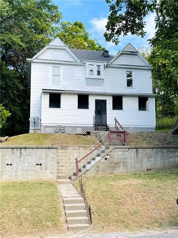 1205-1207 Douglas Street Property Photo