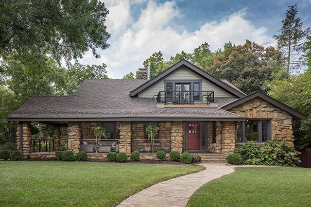 5226 Oak Street Property Photo