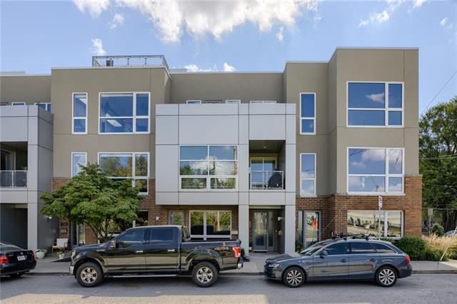 727 W 16 Street Property Photo