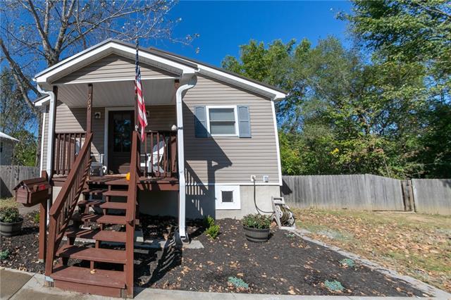 707 N Adams Avenue Property Photo