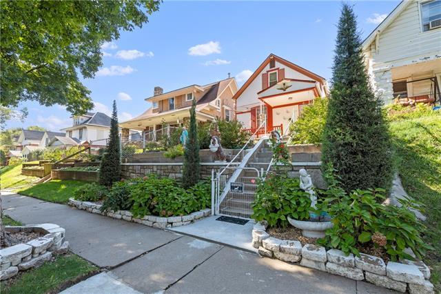 436 N Oakley Avenue Property Photo