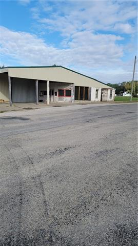 8 N Commercial Street Property Photo