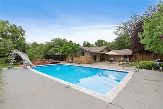 8515 Roe Avenue Property Photo 1