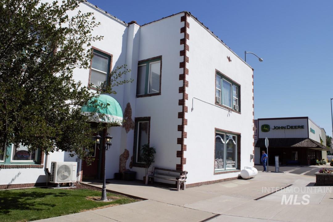 312 Oak St Property Photo