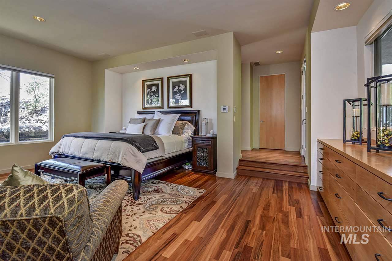 2420 E Warm Springs Avenue Property Photo 10