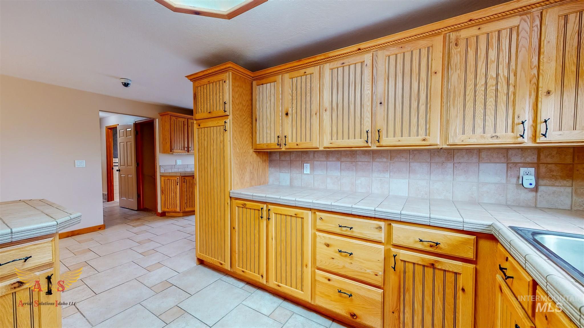 352 S 500 W Property Photo 7
