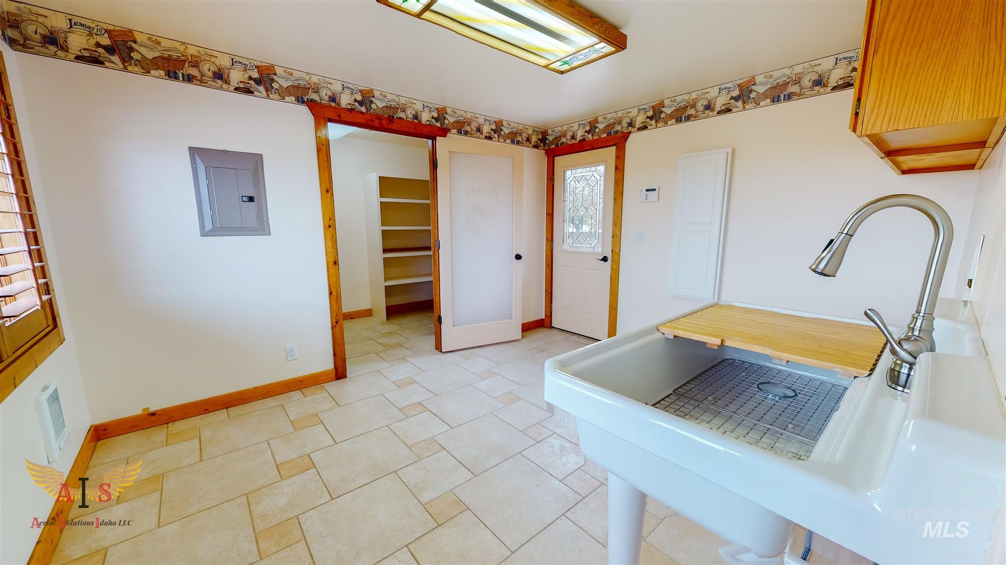 352 S 500 W Property Photo 12