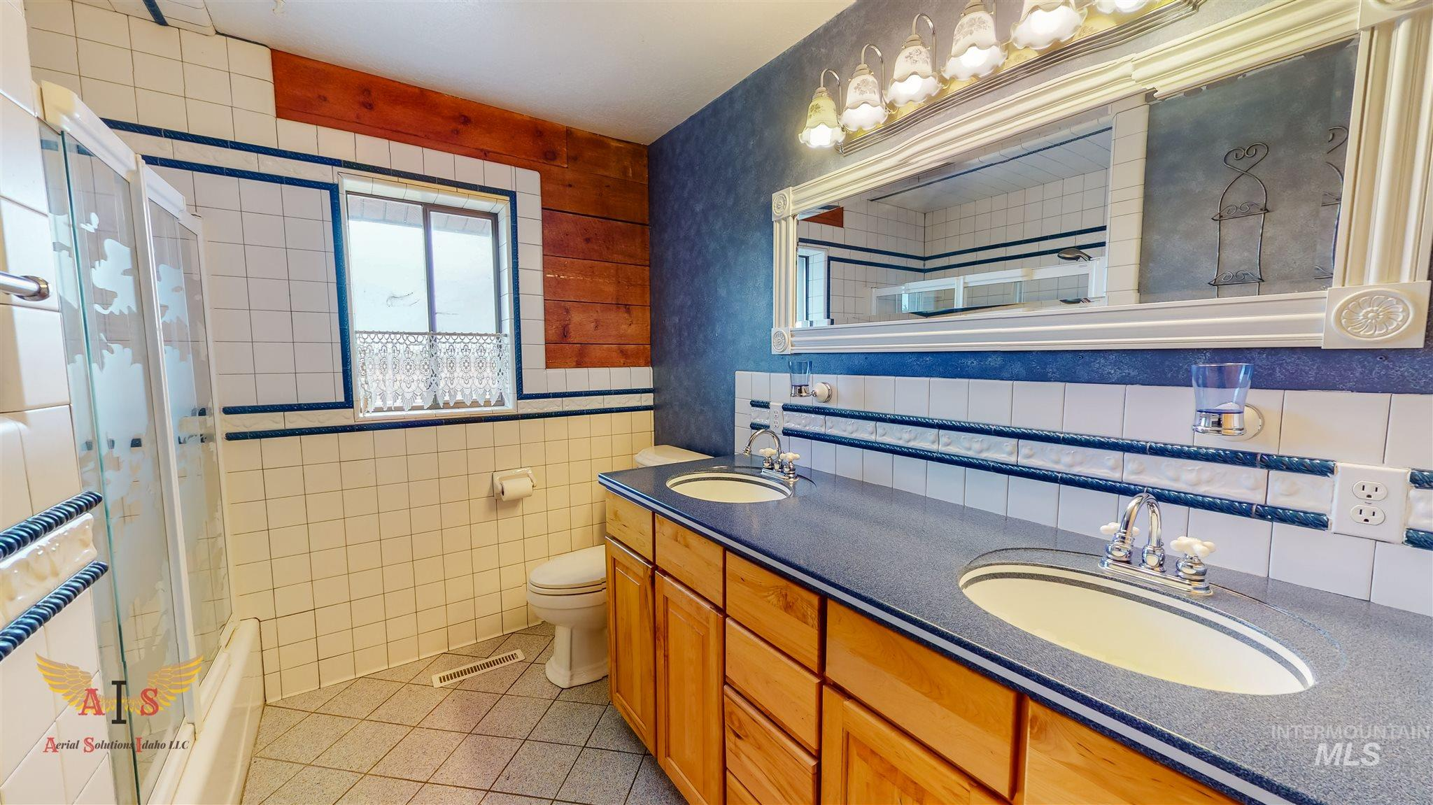 352 S 500 W Property Photo 13