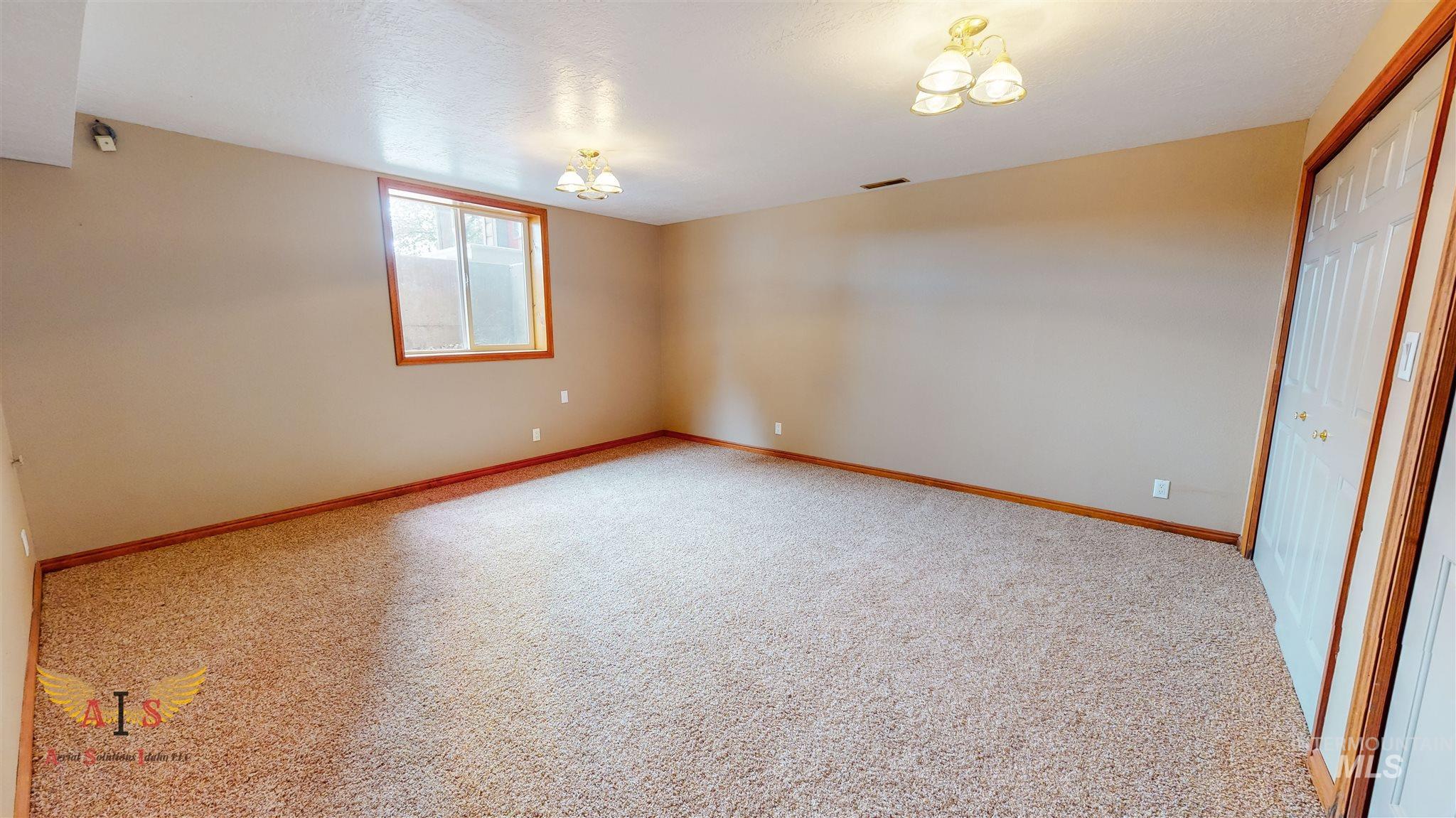 352 S 500 W Property Photo 17