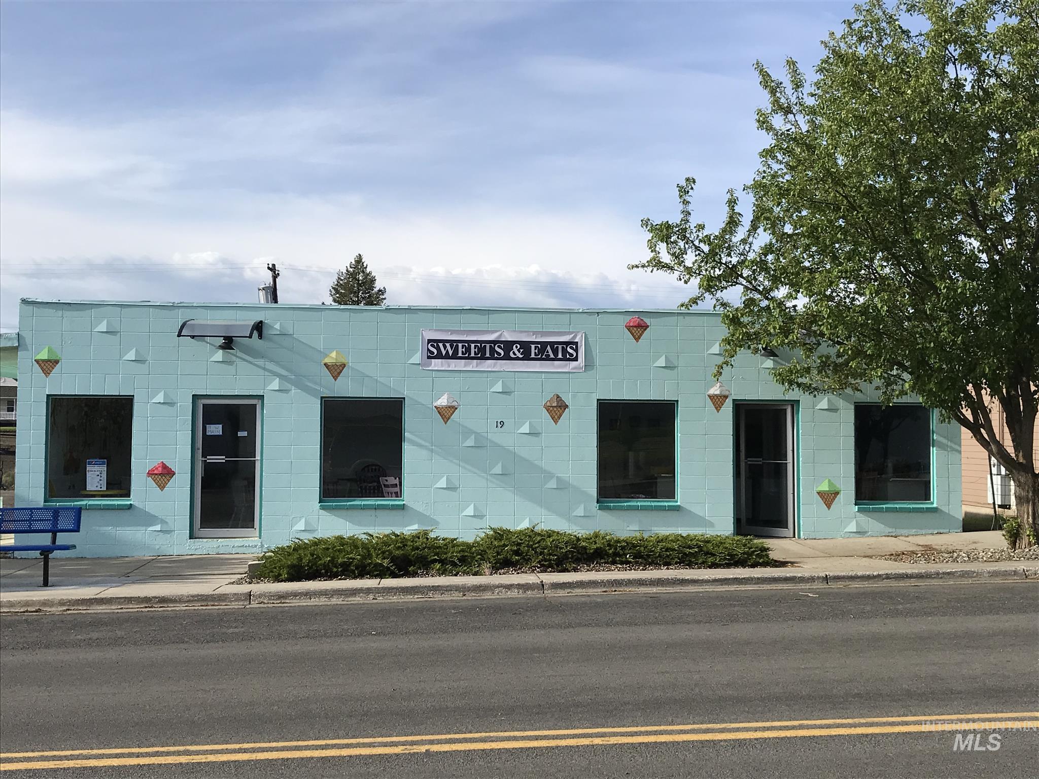19 W Main Street Property Photo