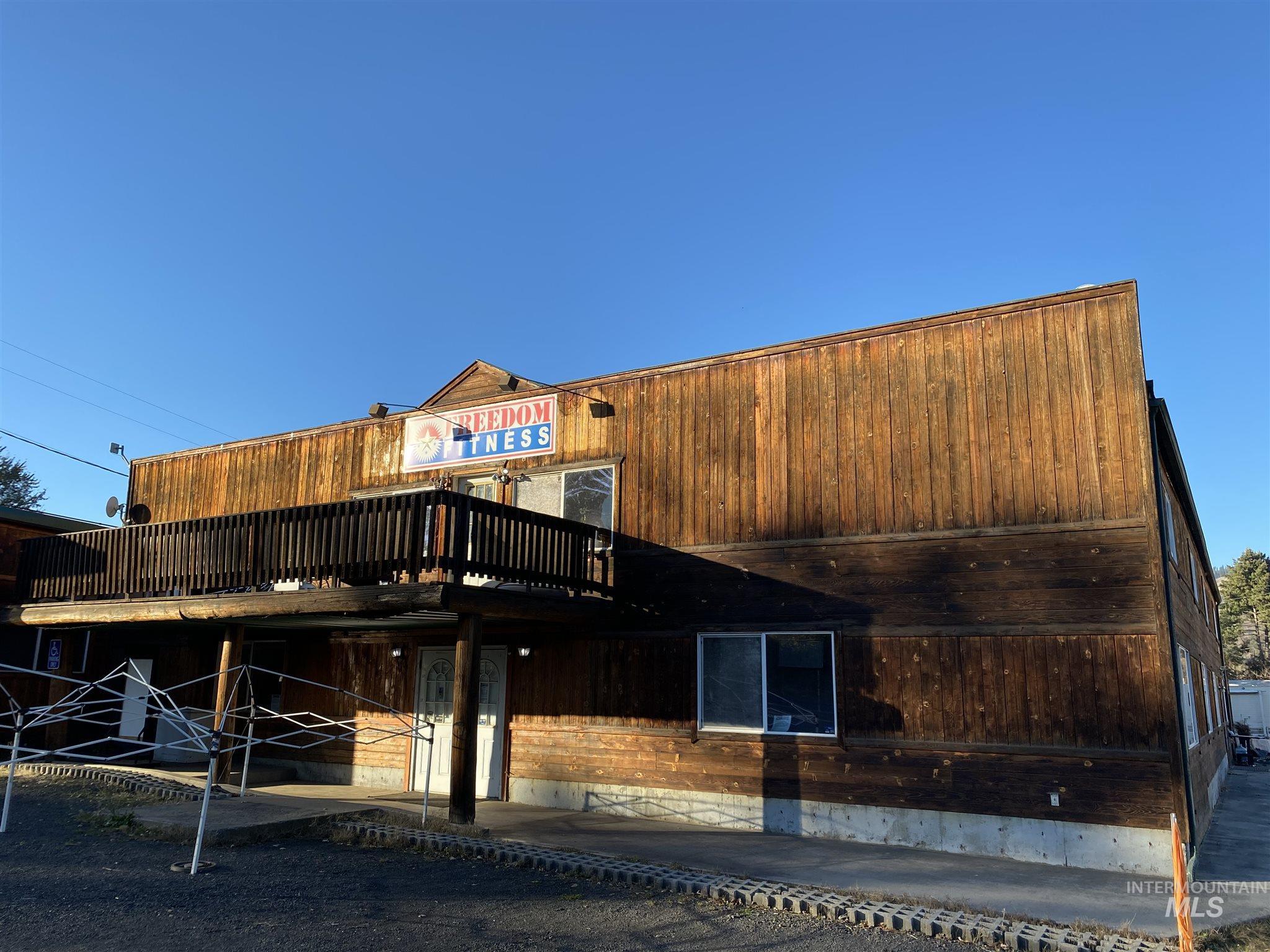 108 E 3rd Street Property Photo