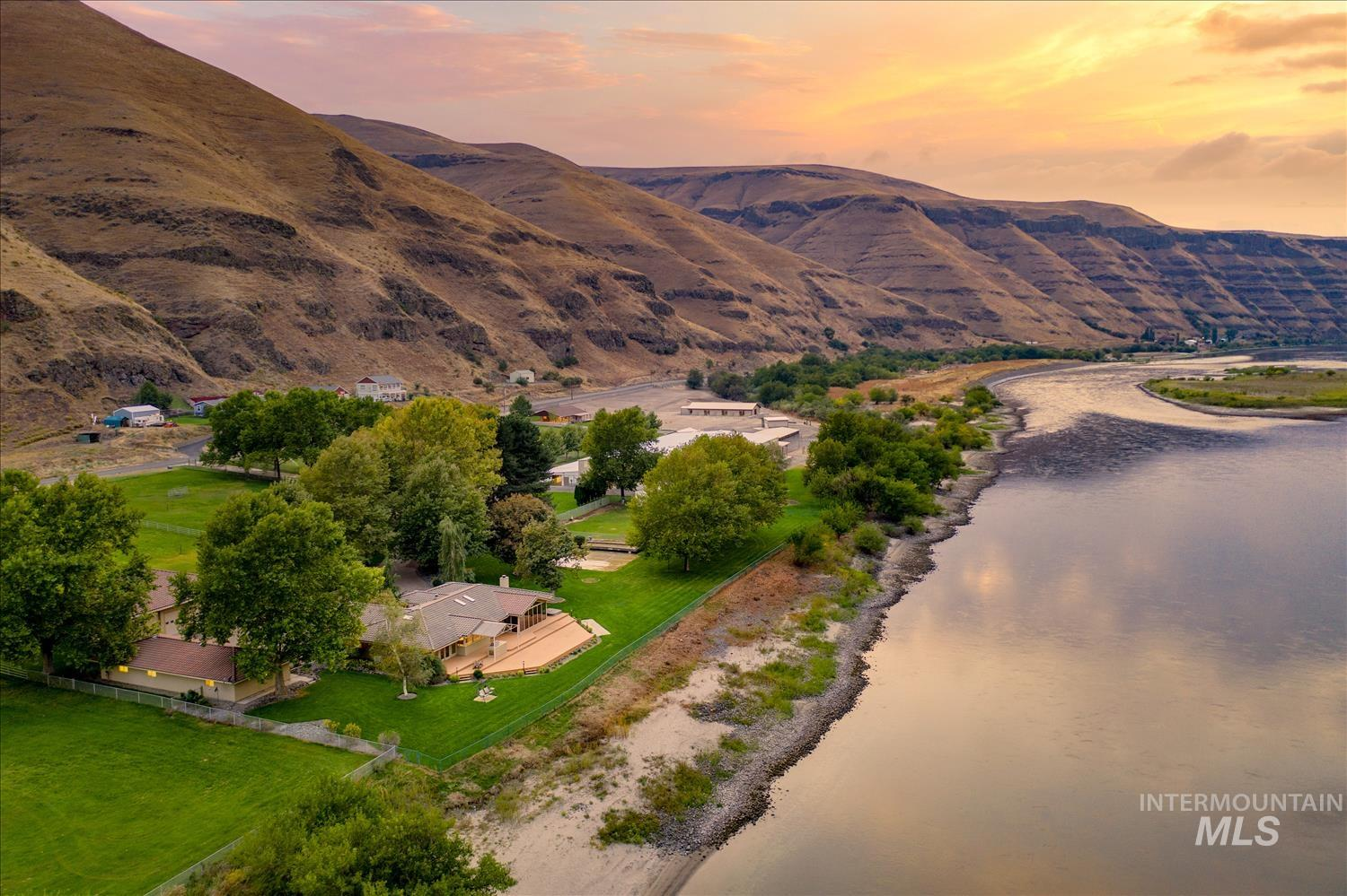 6523 & 6391 Snake River Road Property Photo - Asotin, WA real estate listing