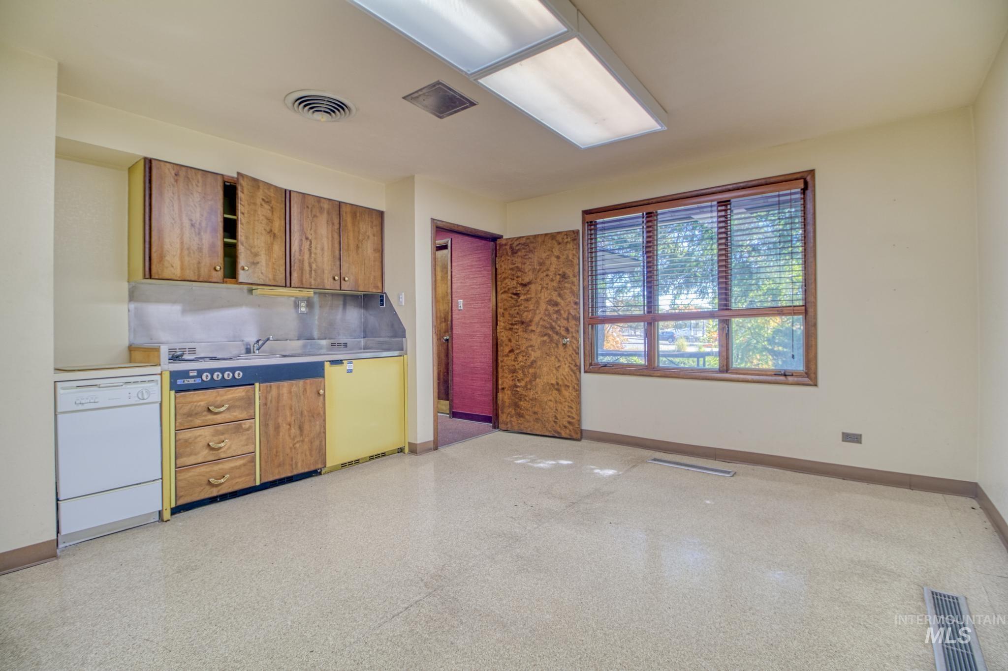 129 Eastland Drive Property Photo 16