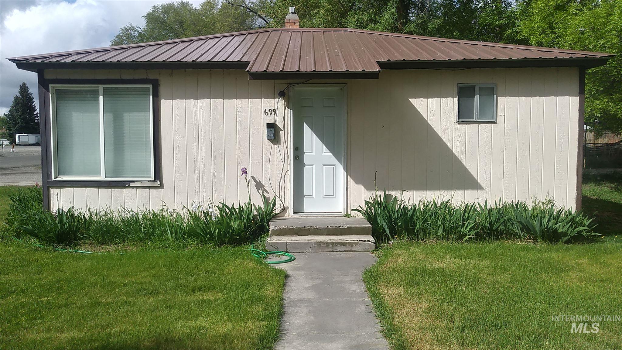 697 S Stout Property Photo 3