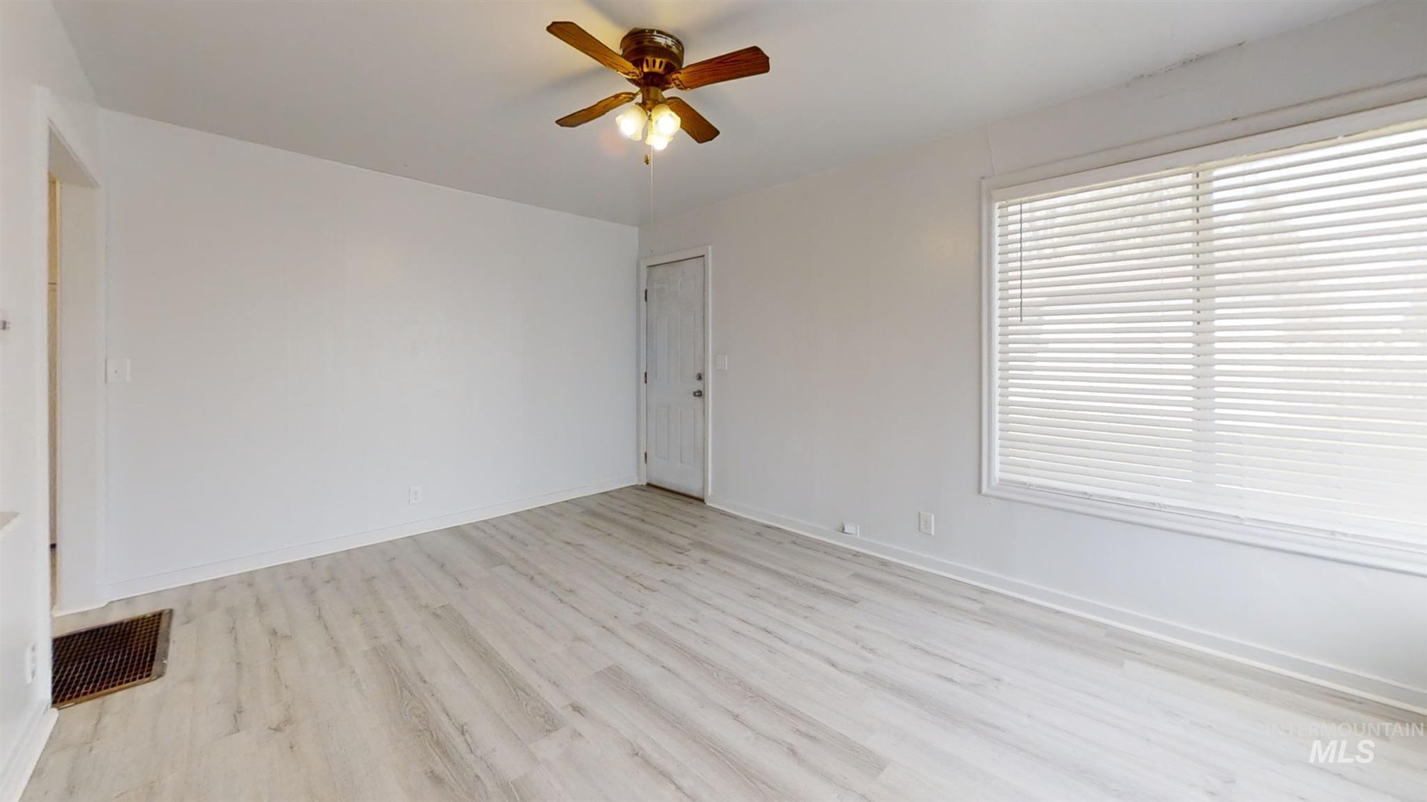 697 S Stout Property Photo 6