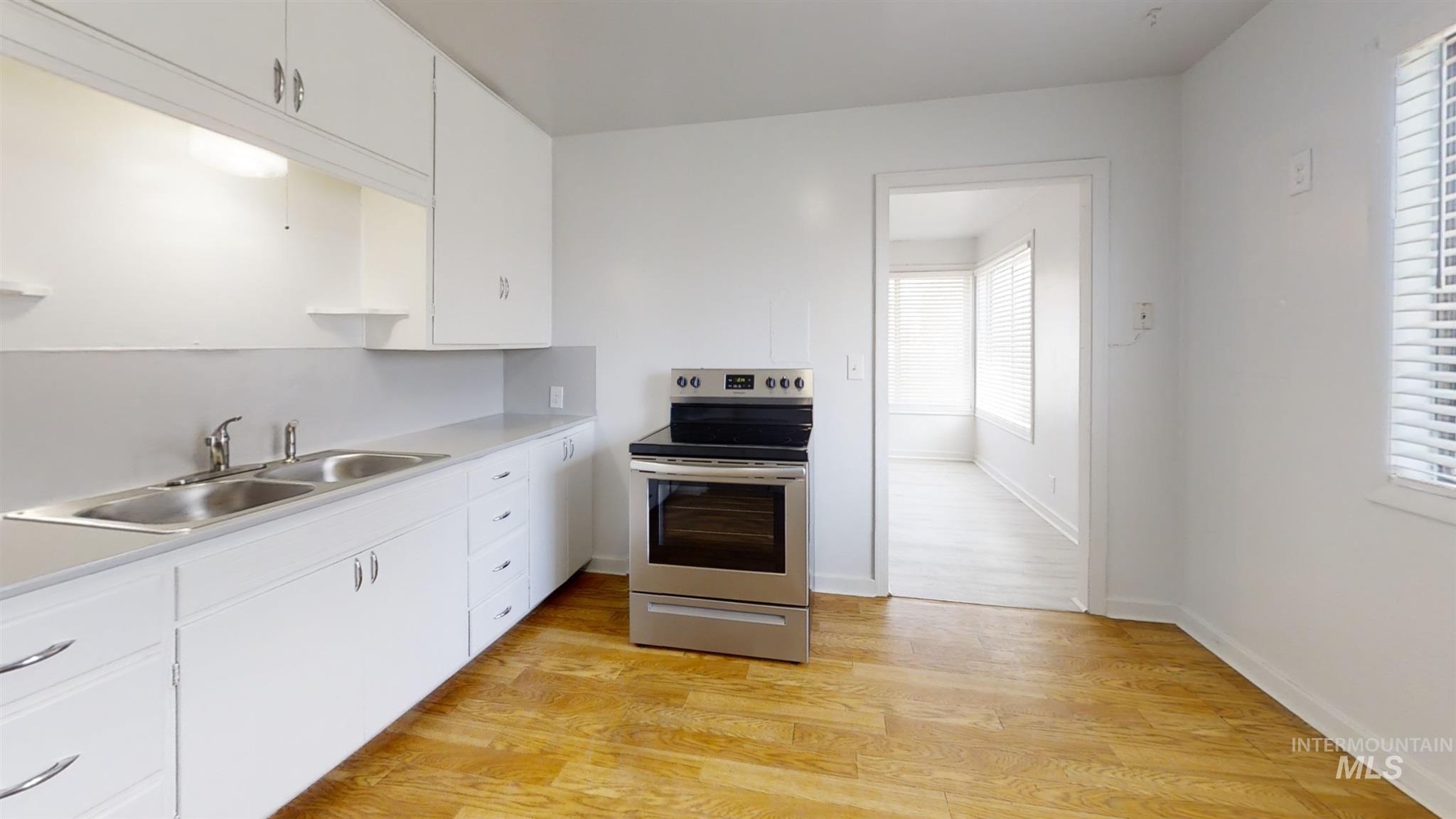 697 S Stout Property Photo 11