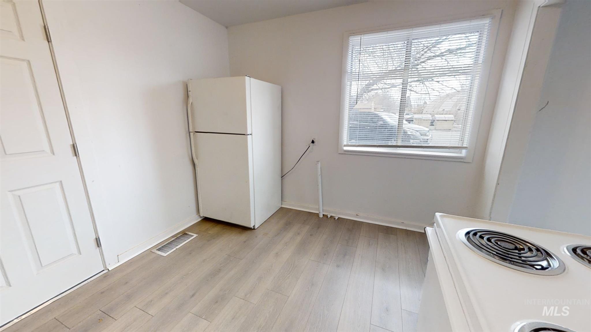 697 S Stout Property Photo 16