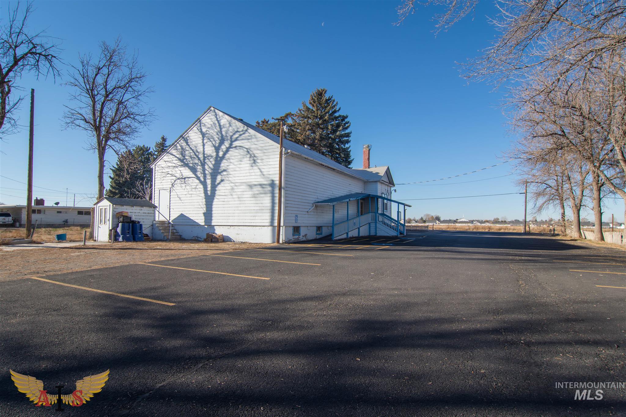835 Blue Lakes Blvd Property Photo 1