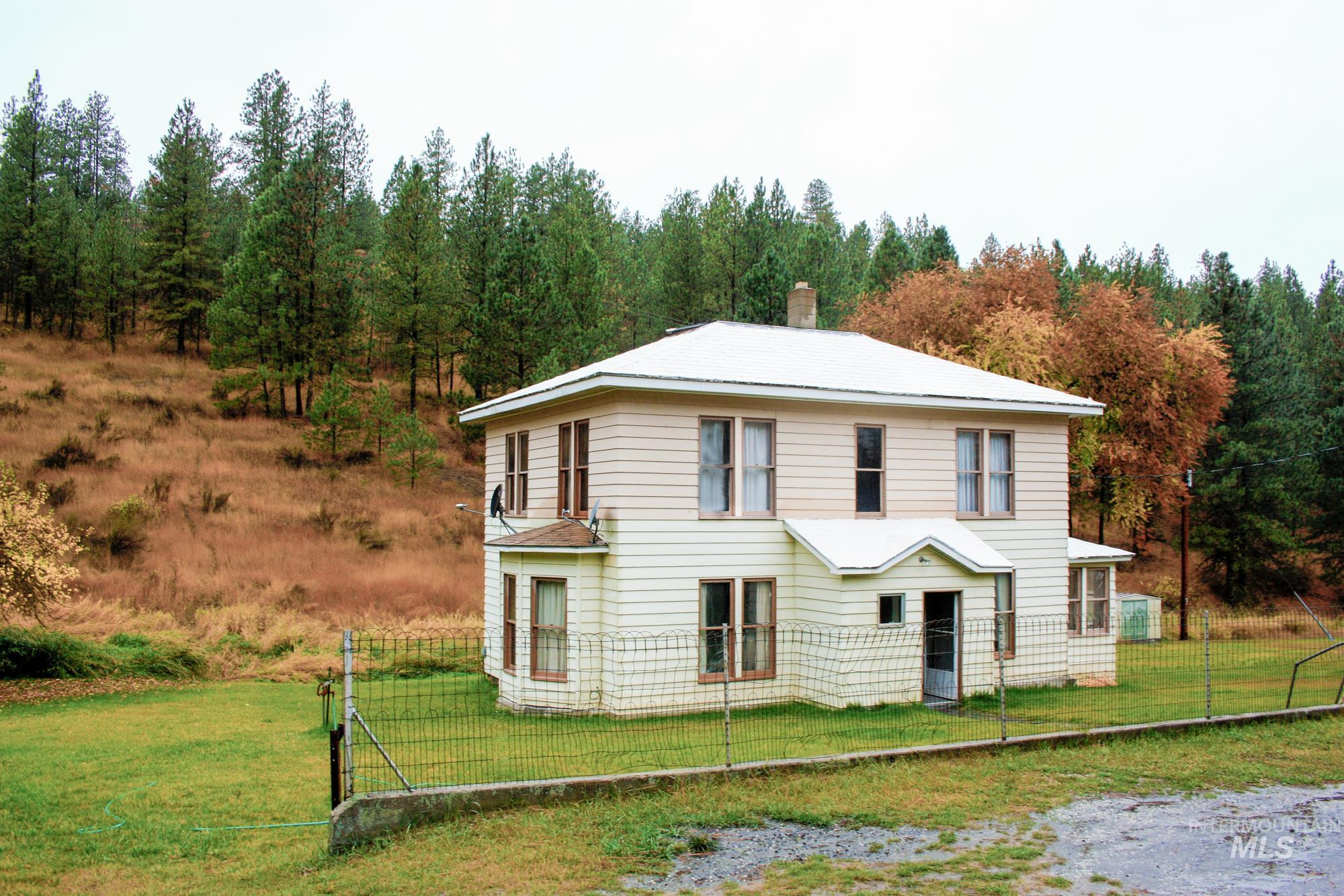 39297 N Halverson Canyon Rd Property Photo - Outside City Limits, WA real estate listing