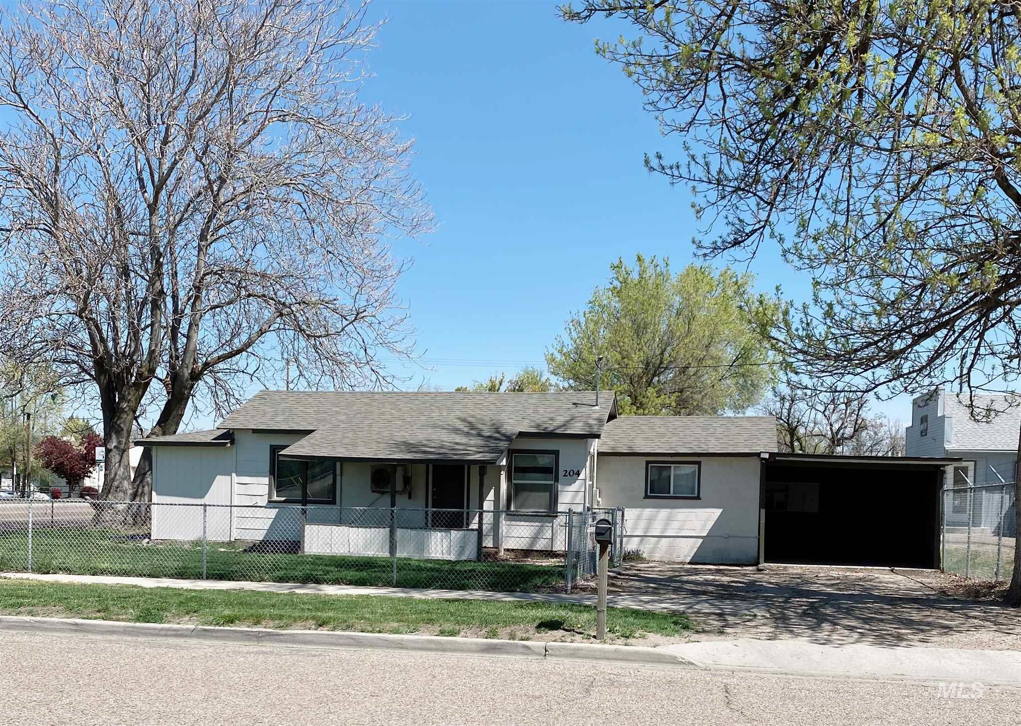 204 16th Ave N Property Photo - Nampa, ID real estate listing