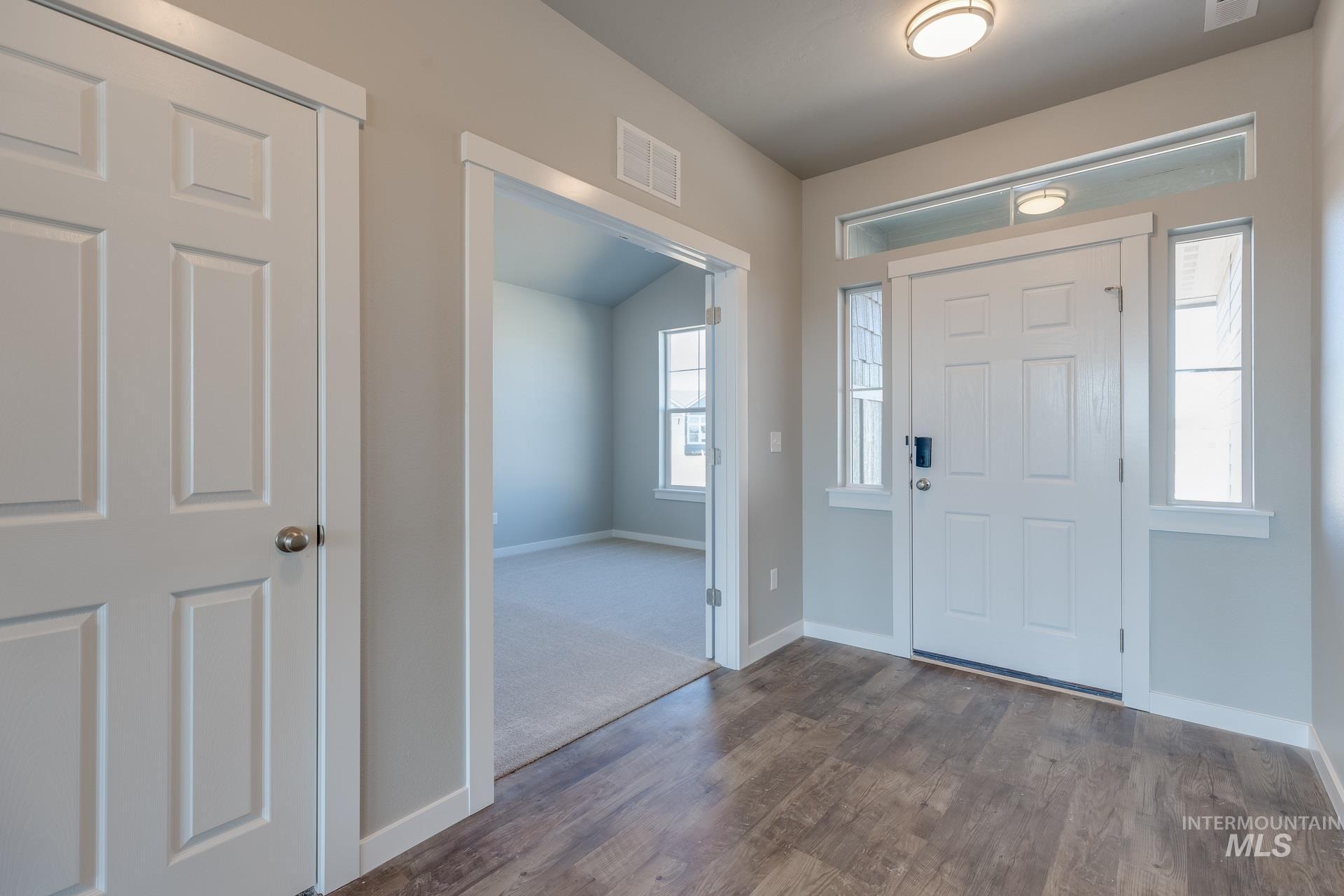 874 W Smallwood Ct Property Photo 2
