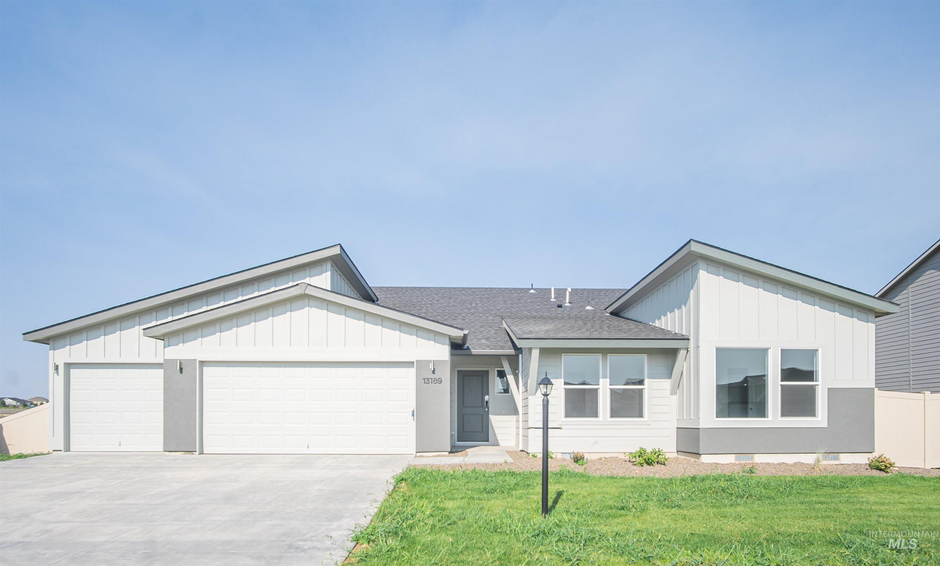 13189 S Coquille River Ave Property Photo