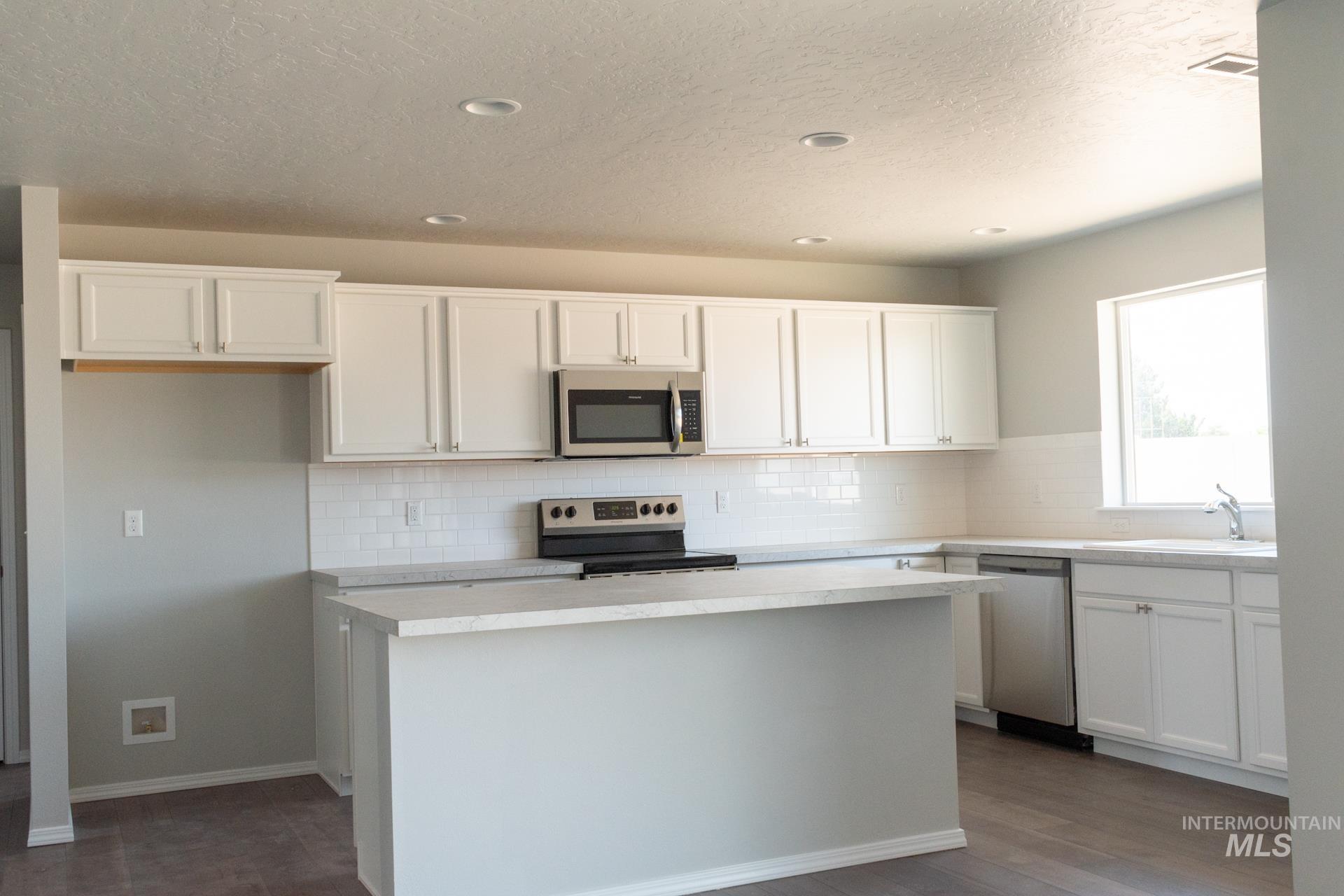 868 W Buttonbush Ct Property Photo 8