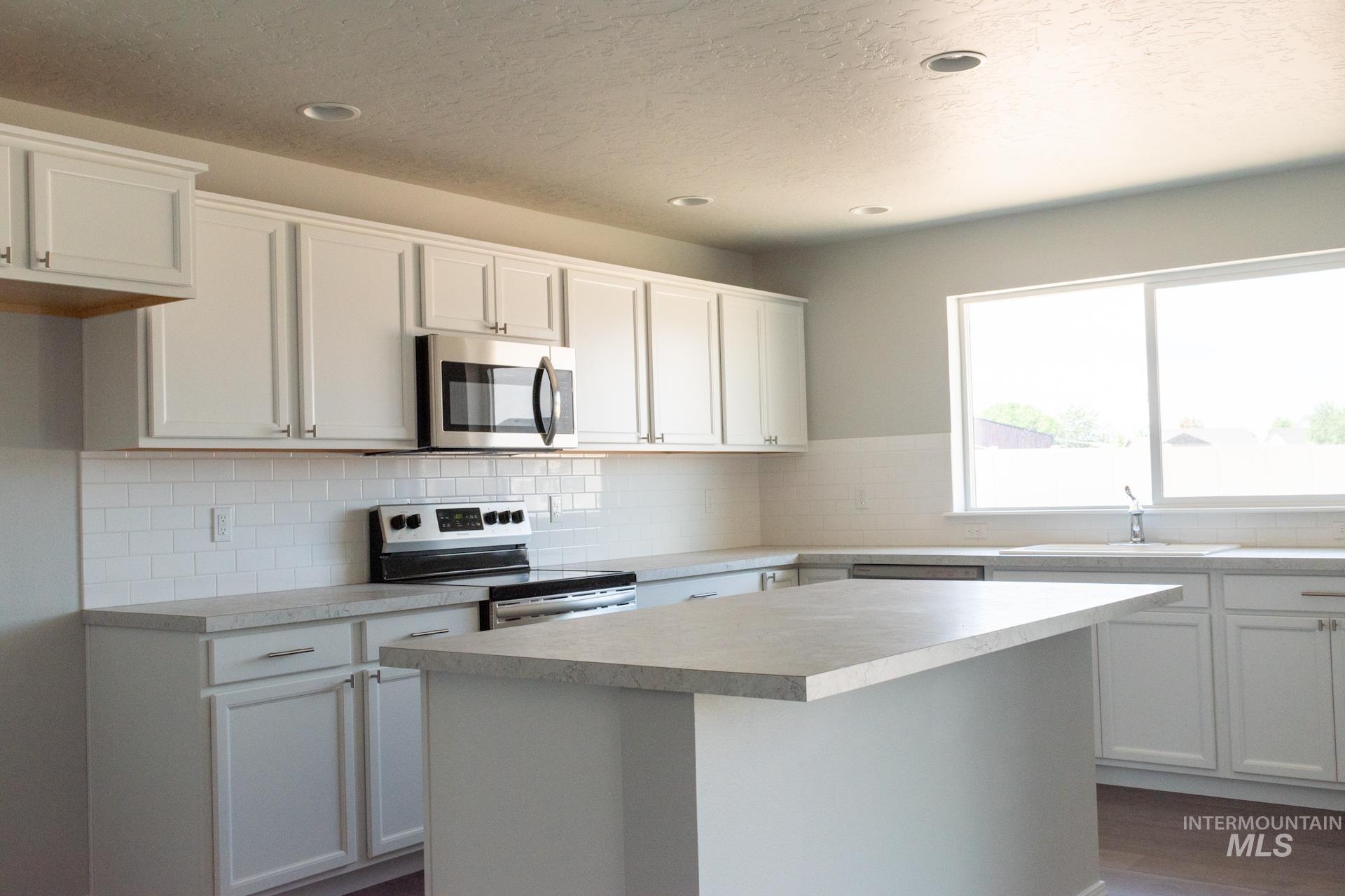 868 W Buttonbush Ct Property Photo 9