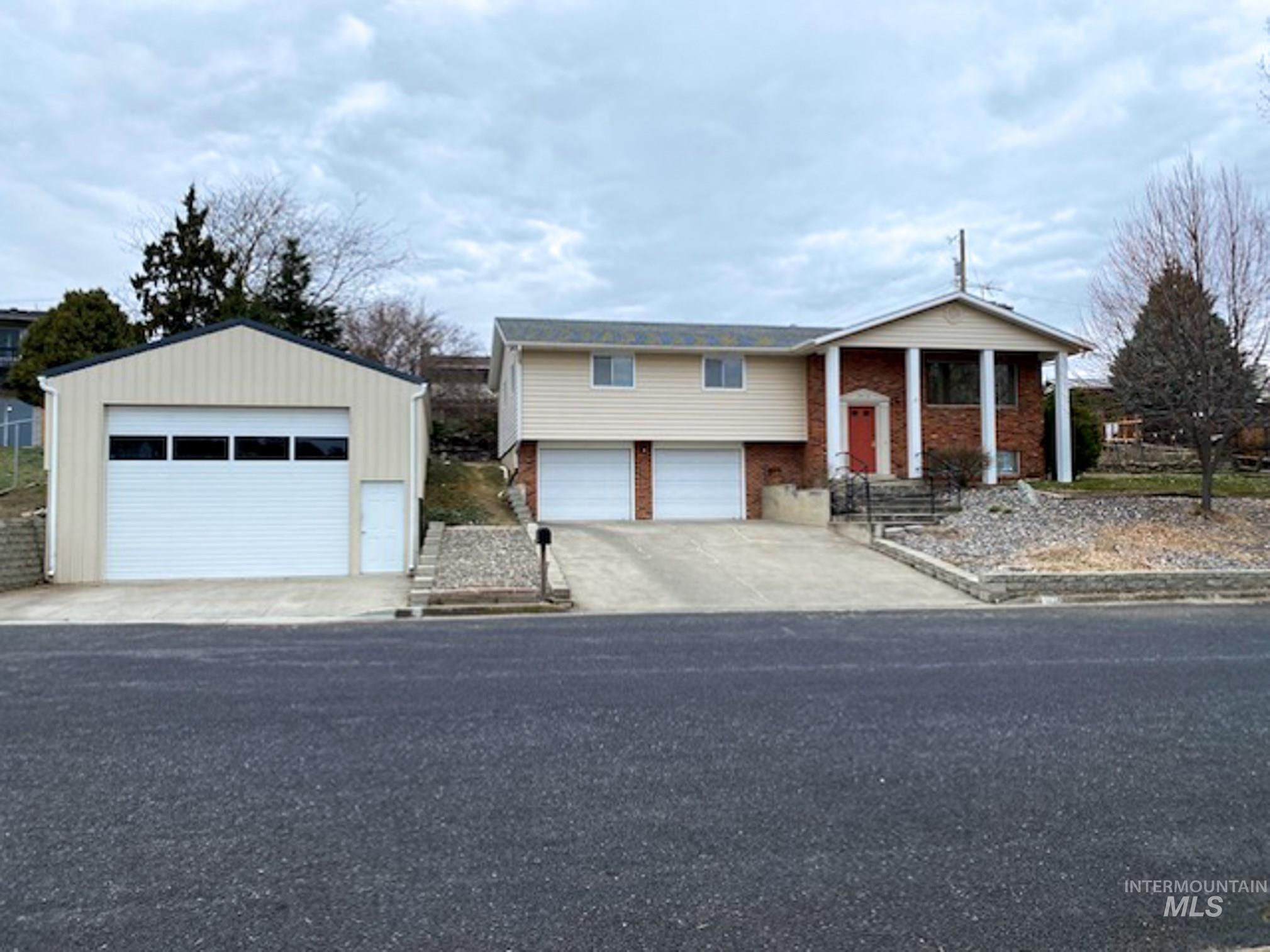 2416 7th St Property Photo