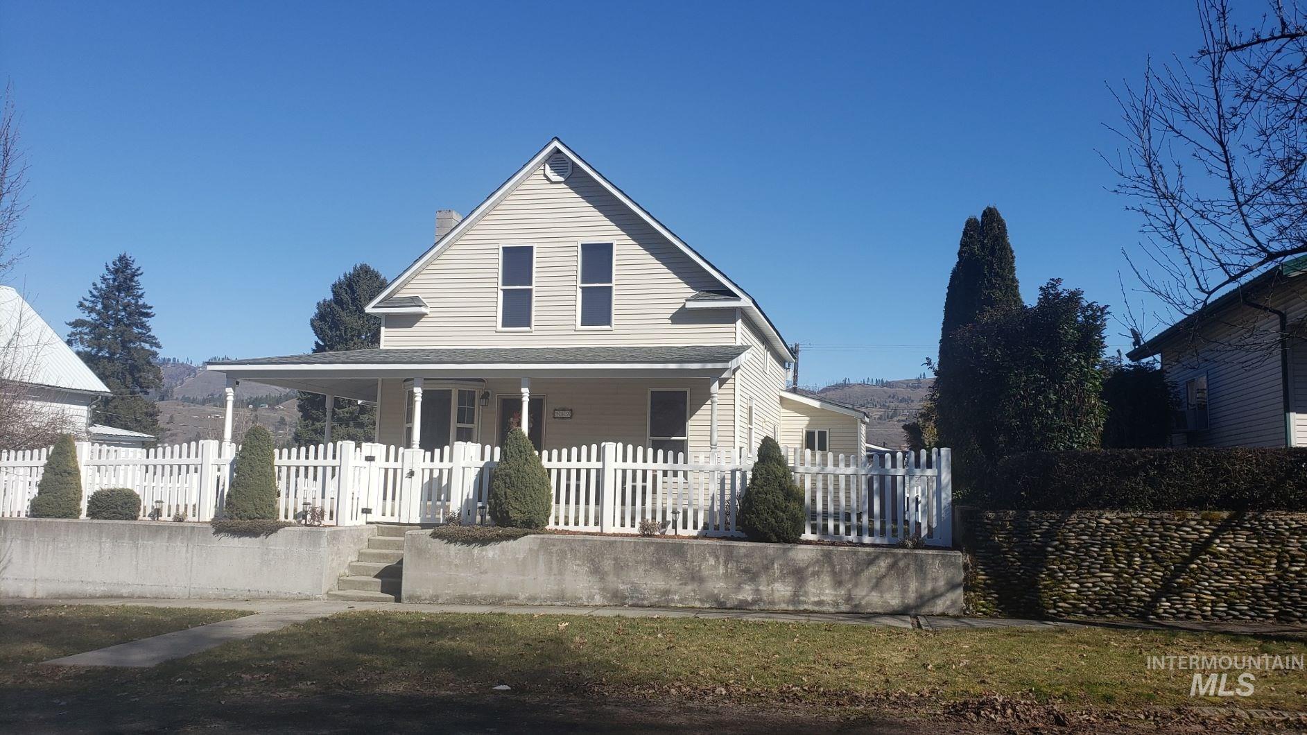 507 Maple St Property Photo