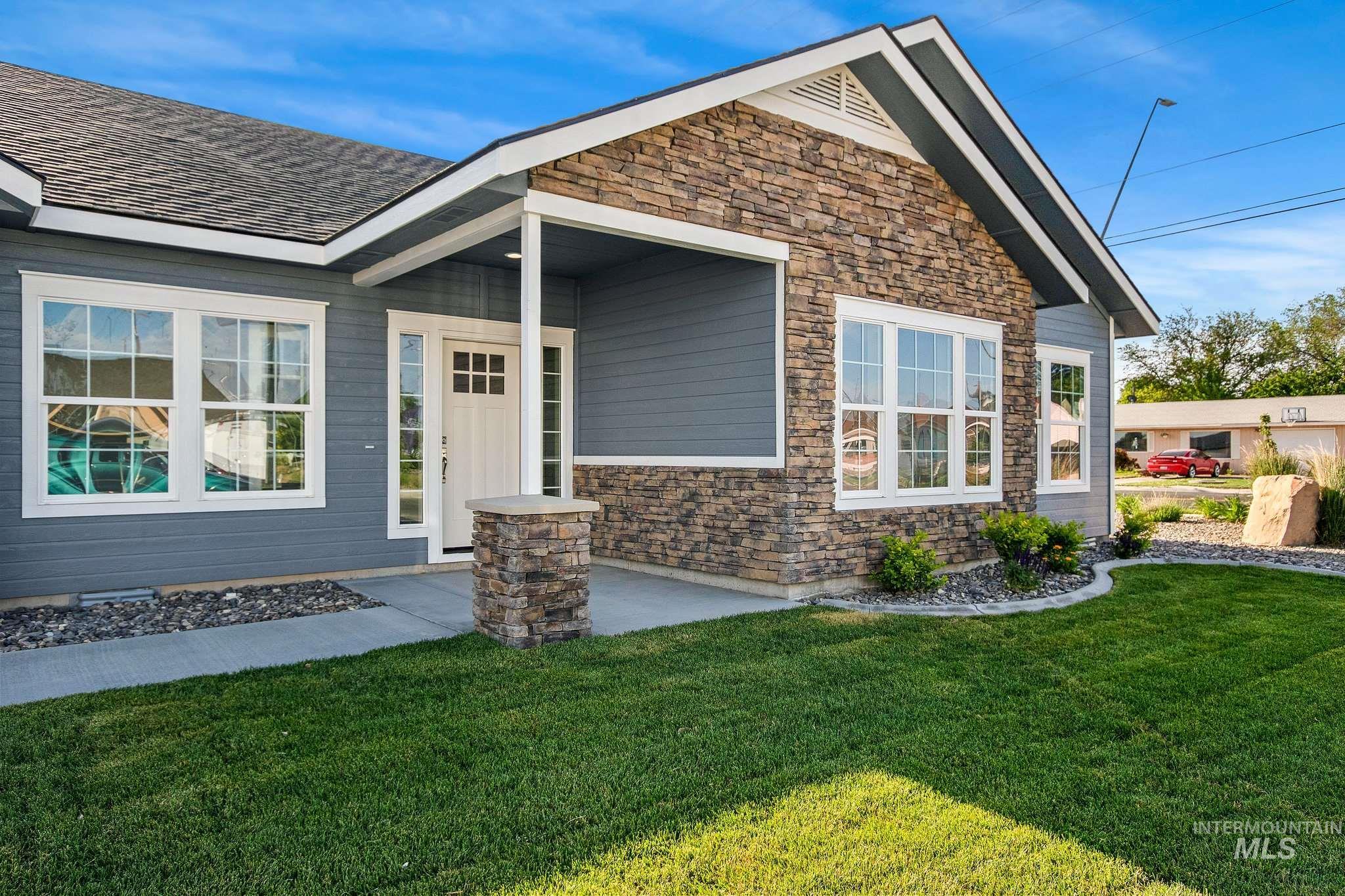 1005 Kenbrook Loop Property Photo 2