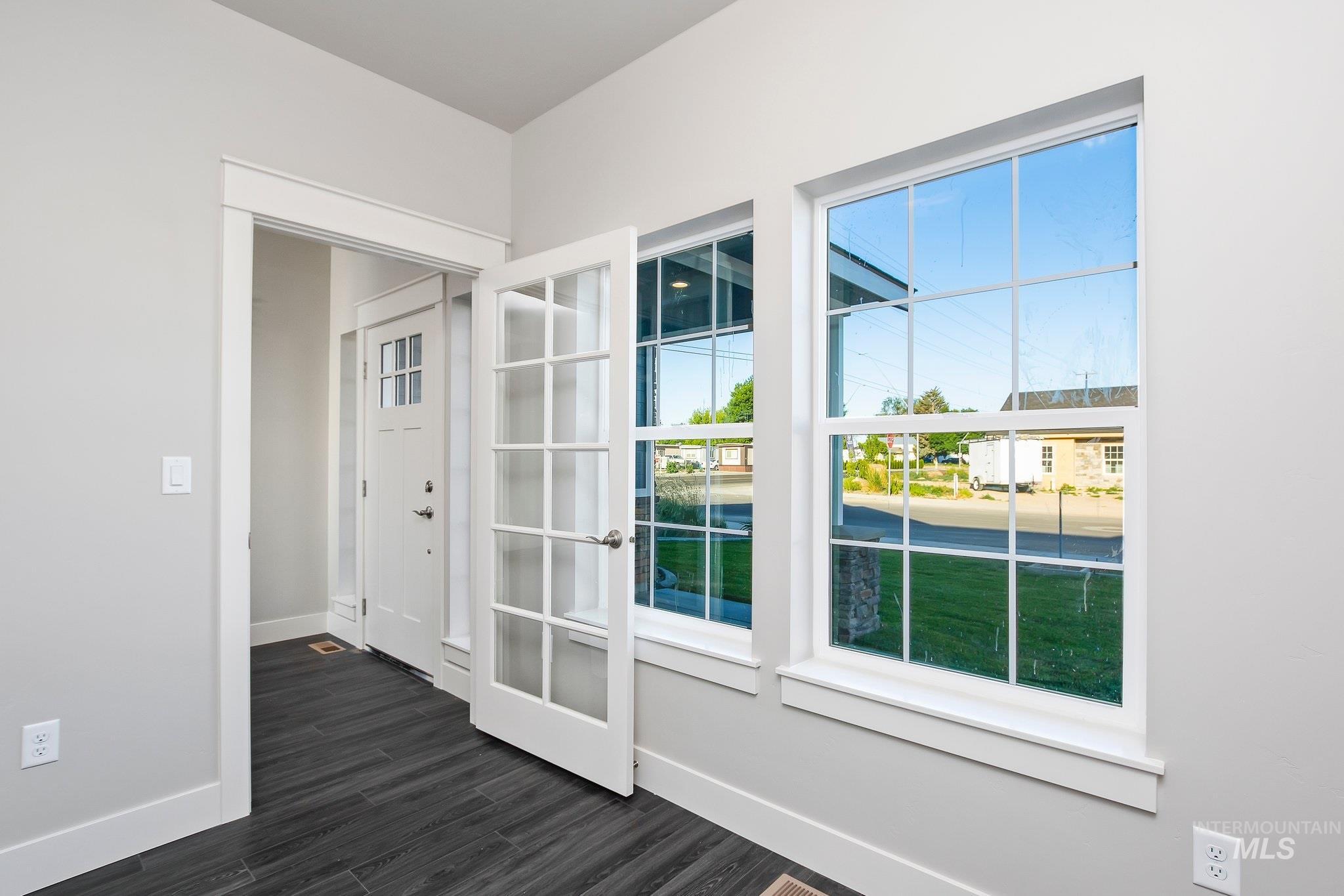 1005 Kenbrook Loop Property Photo 3