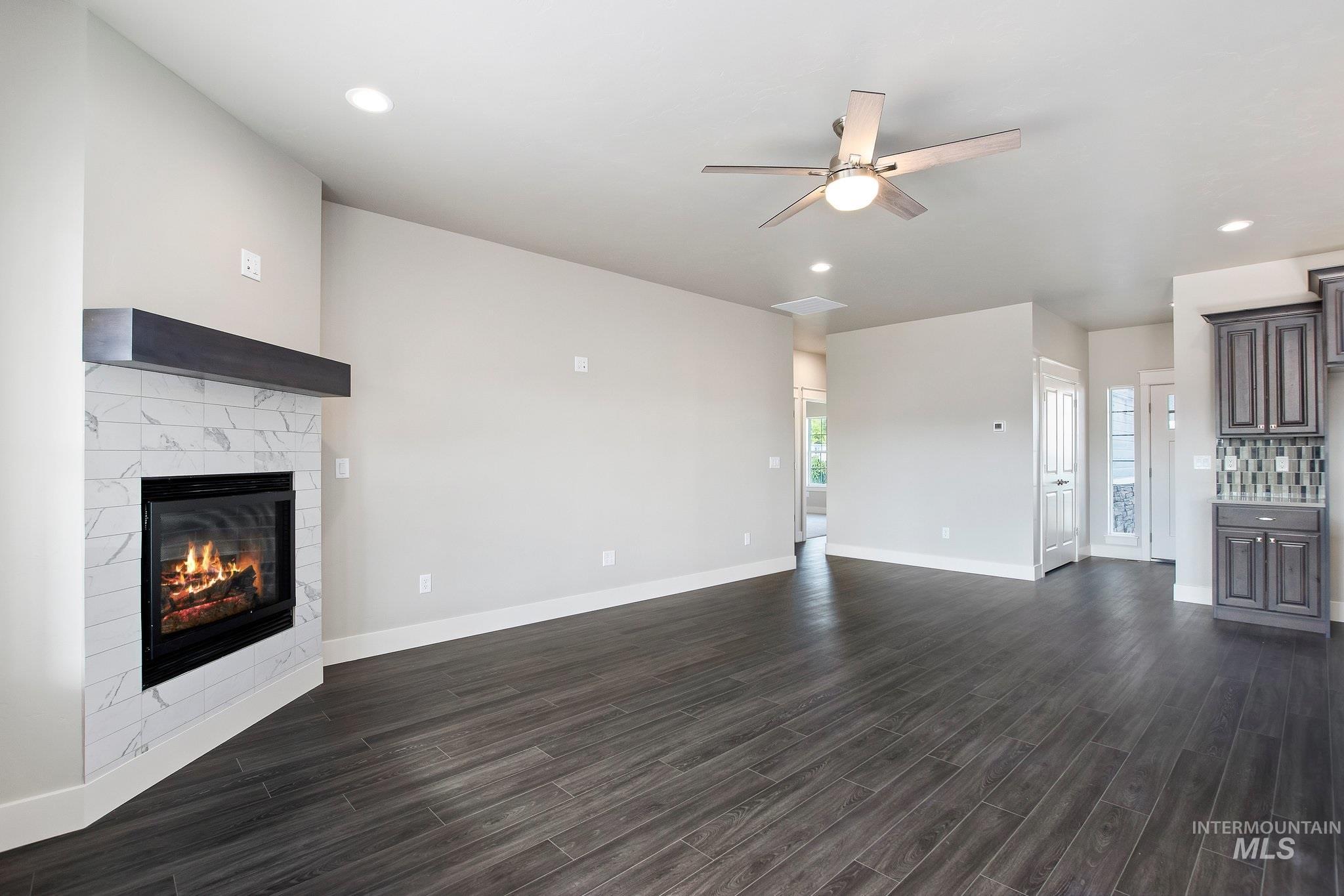 1005 Kenbrook Loop Property Photo 4