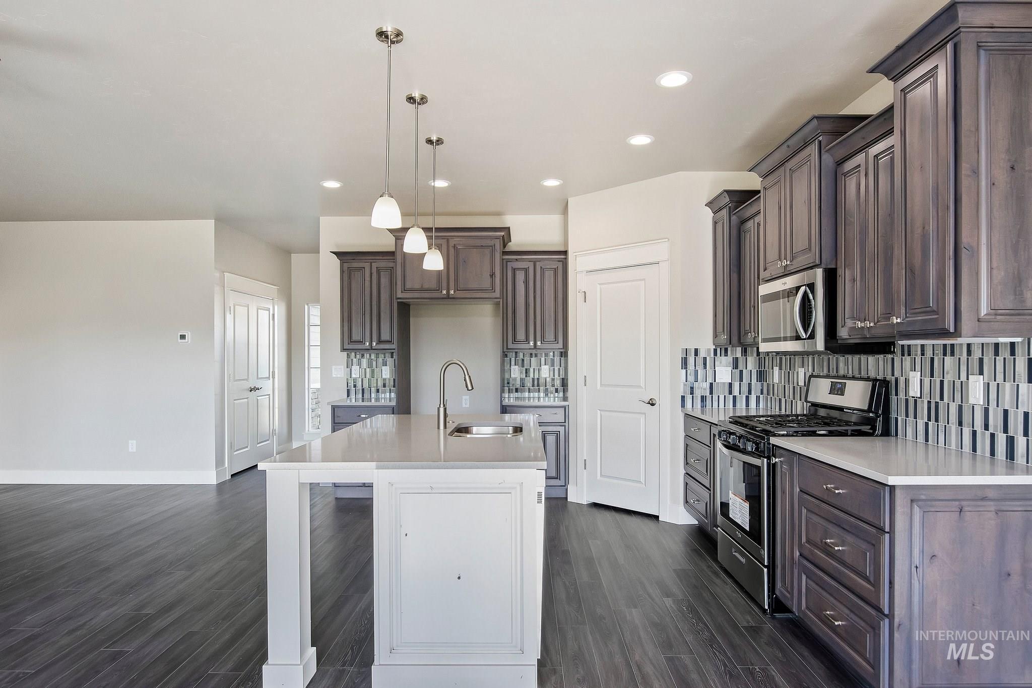 1005 Kenbrook Loop Property Photo 9