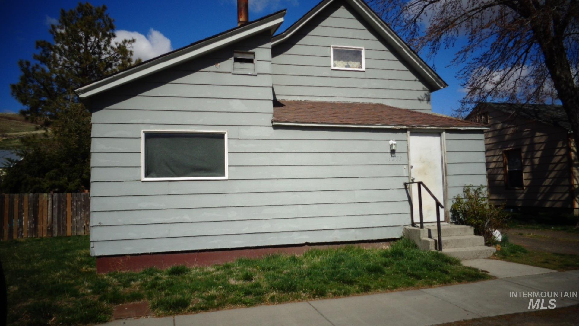 1253 Columbia Street Property Photo