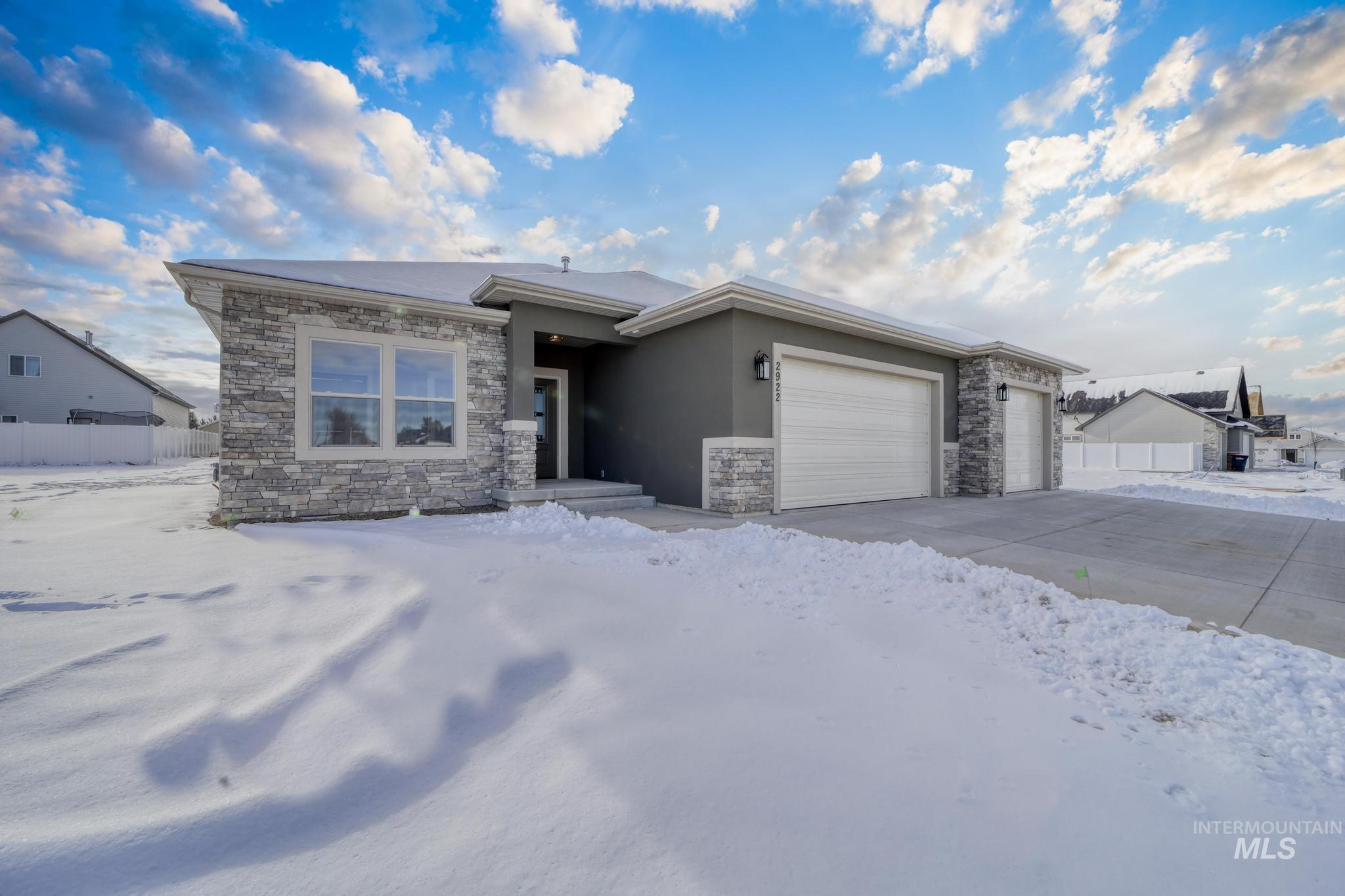 2922 Sun Mountain Drive Property Photo 1